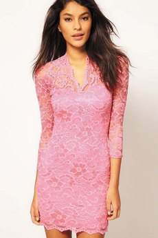 Розовое гипюровое платье с V-образным вырезом Kokette
